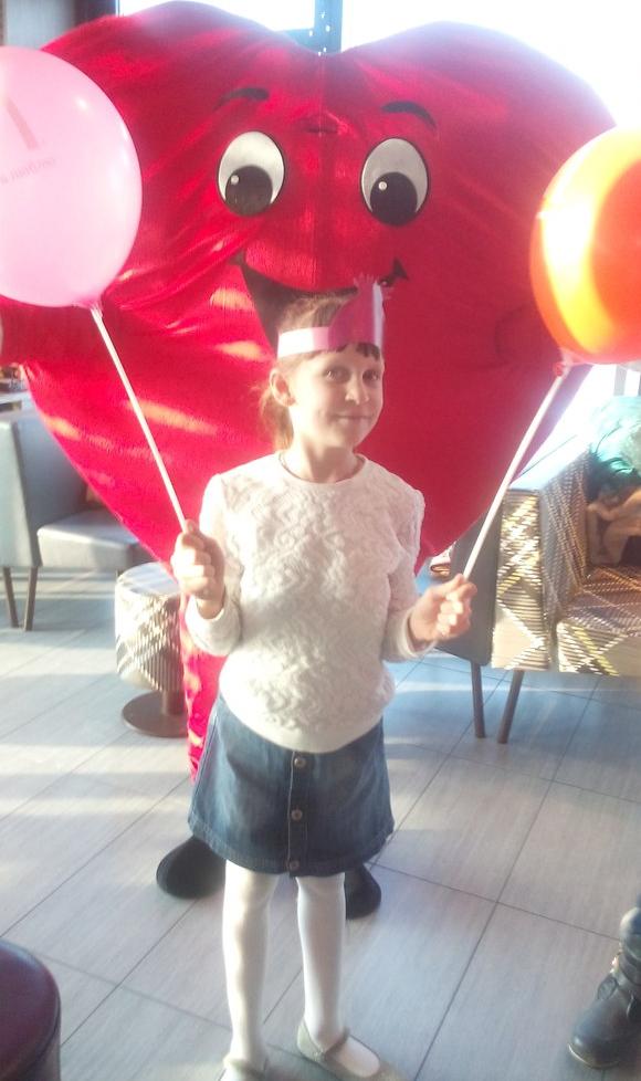 Поздравления детей ростовой куклой Сердце