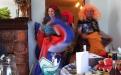 ведущая организовала гостей на прикольный танец на свадьбе