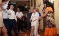ведущая на свадьбе проводит розыгрыш похищение туфельки