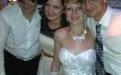 тамада фоткает молодых на свадьбе в Витебске