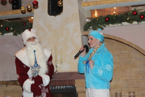 Пригласить Деда Мороза и Снегурочку в кафе или рестороан