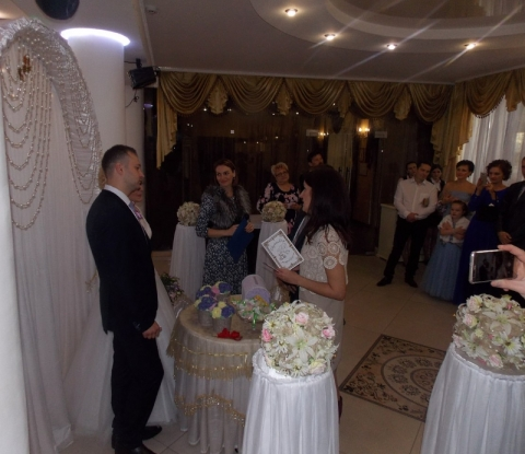 Традиция надела молодоженов на свадьбе